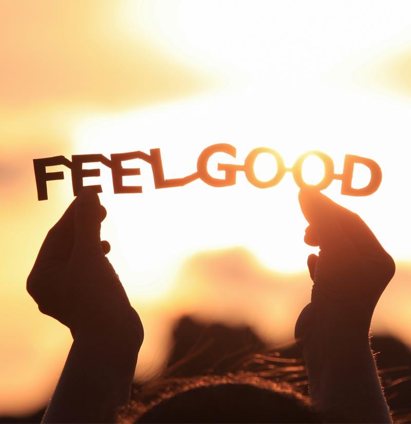 Buchstaben Feelgood im Gegenlicht Wellbeing ohne Verstopfung Blähungen Reizdarm dank Colonics
