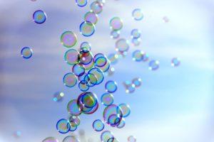 Darstellung der Spektralfarben in Seifenblasen